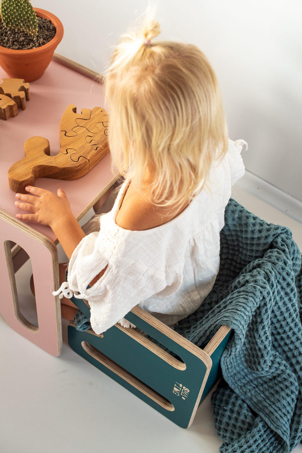 Mebelki edukacyjne dla dzieci ze sklejki kubi. KUBI mini i max - kadr